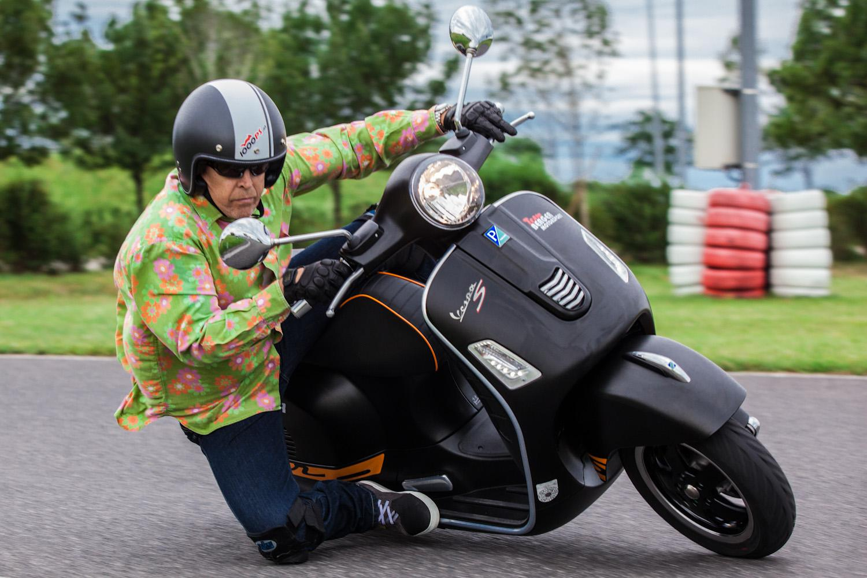 zonko auf vespa gts 300 super motorrad fotos motorrad bilder. Black Bedroom Furniture Sets. Home Design Ideas