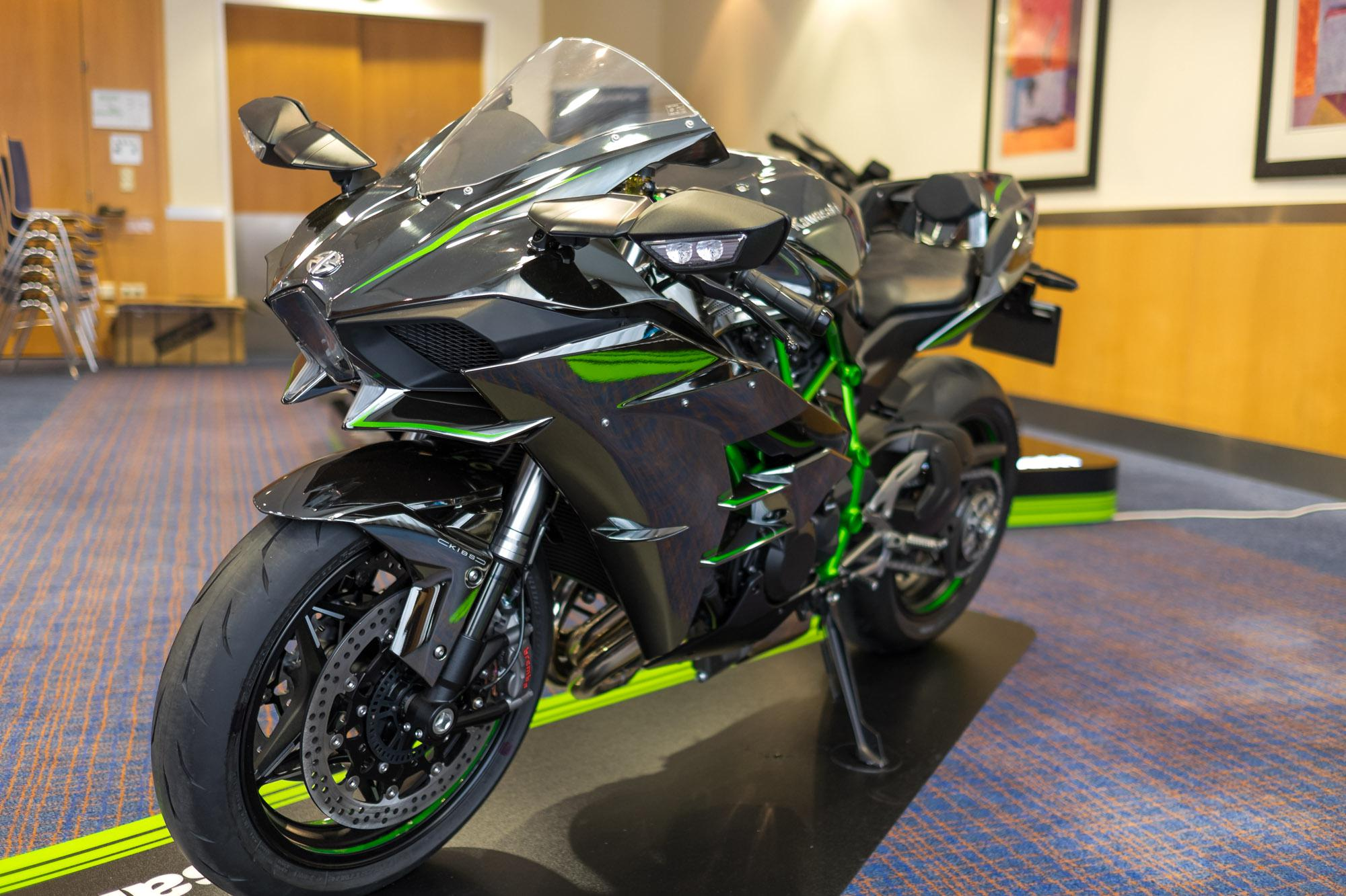 kawasaki ninja h2 und h2r premiere wien motorrad fotos motorrad bilder. Black Bedroom Furniture Sets. Home Design Ideas