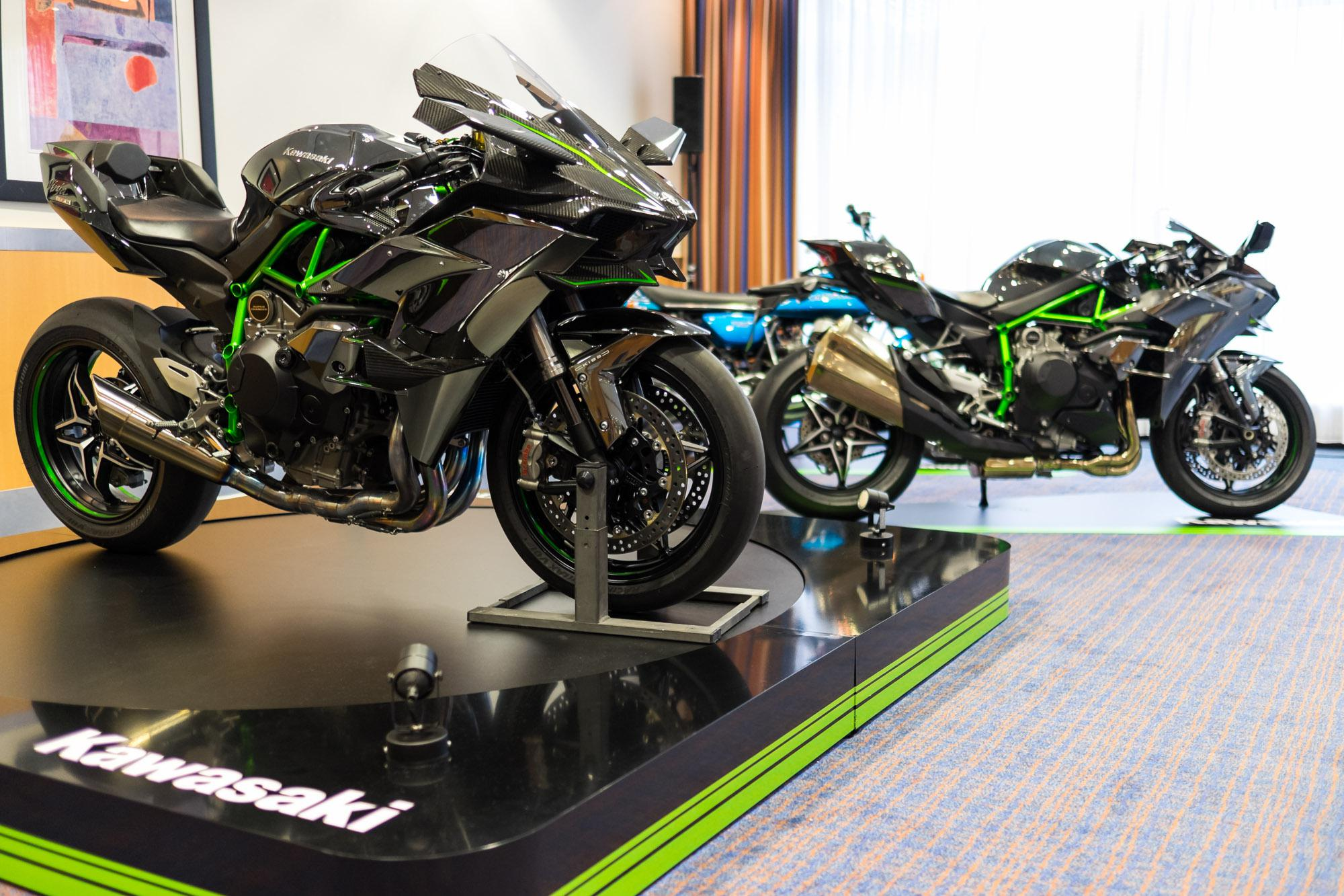 kawasaki ninja h2 und h2r premiere wien motorrad fotos. Black Bedroom Furniture Sets. Home Design Ideas