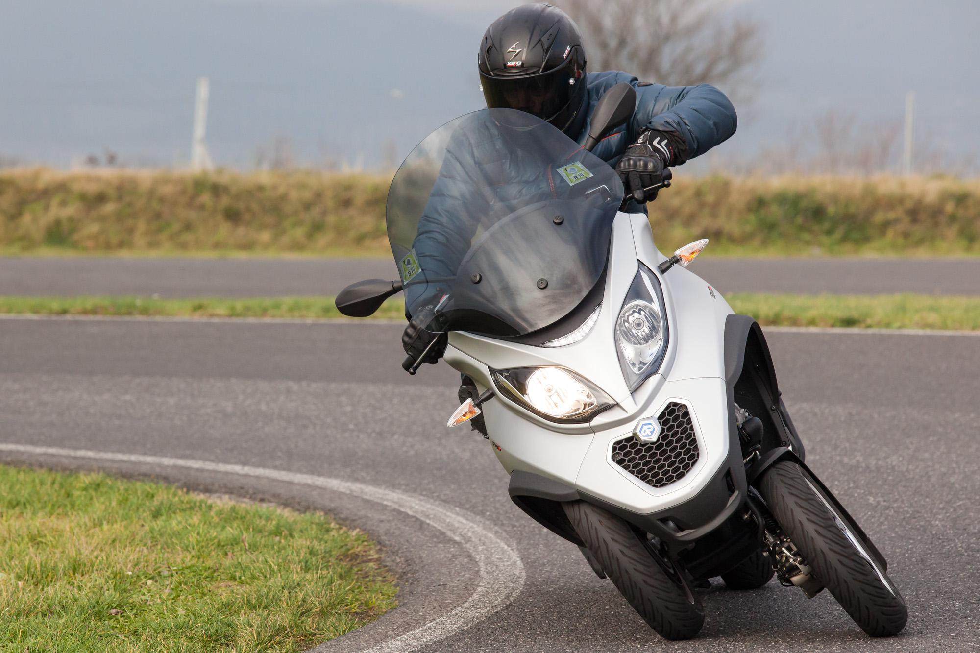piaggio mp3 500ie lt sport test 2014 motorrad fotos motorrad bilder. Black Bedroom Furniture Sets. Home Design Ideas