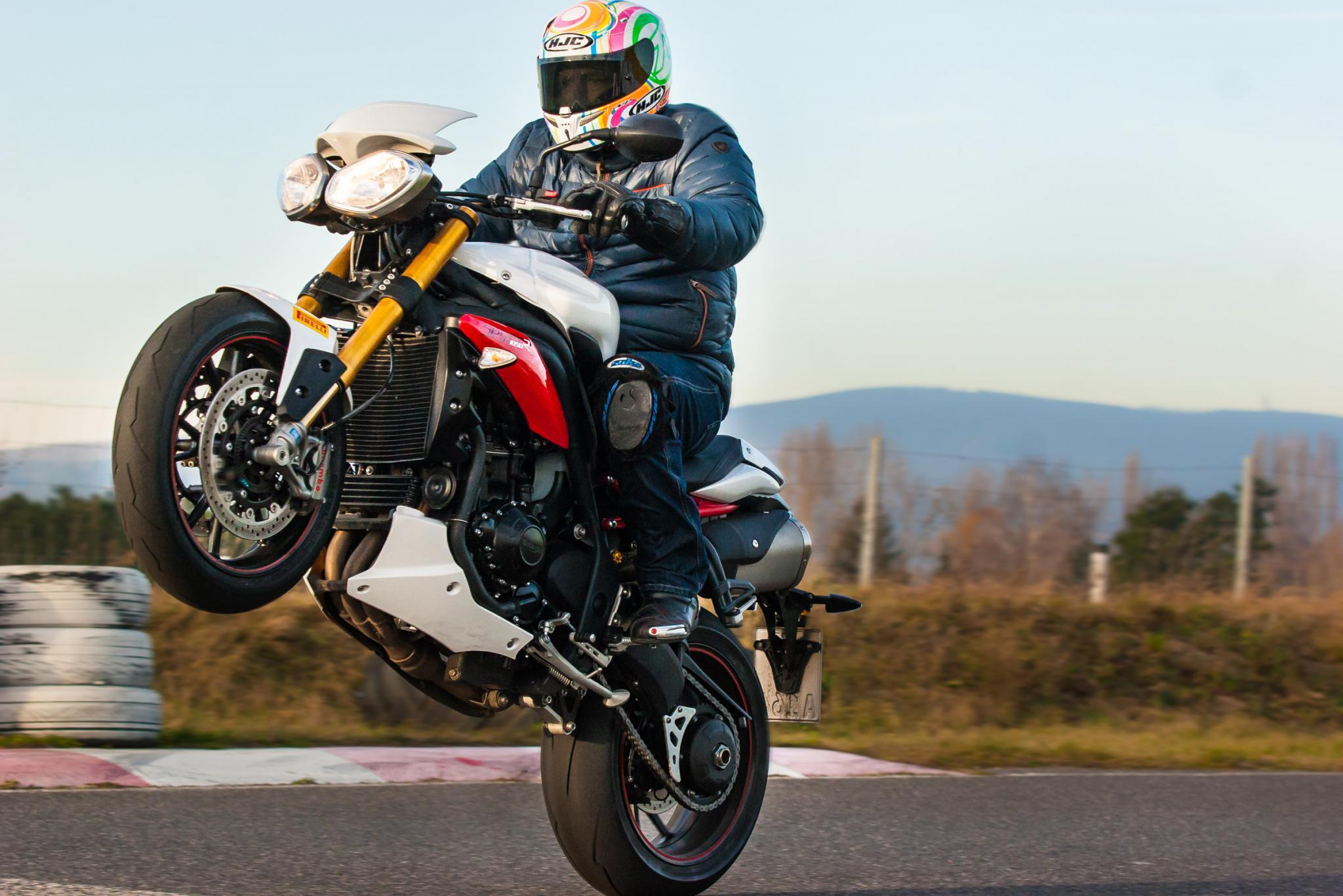 Triumph Speed Triple R Zonko Dauertester 2015 Motorrad