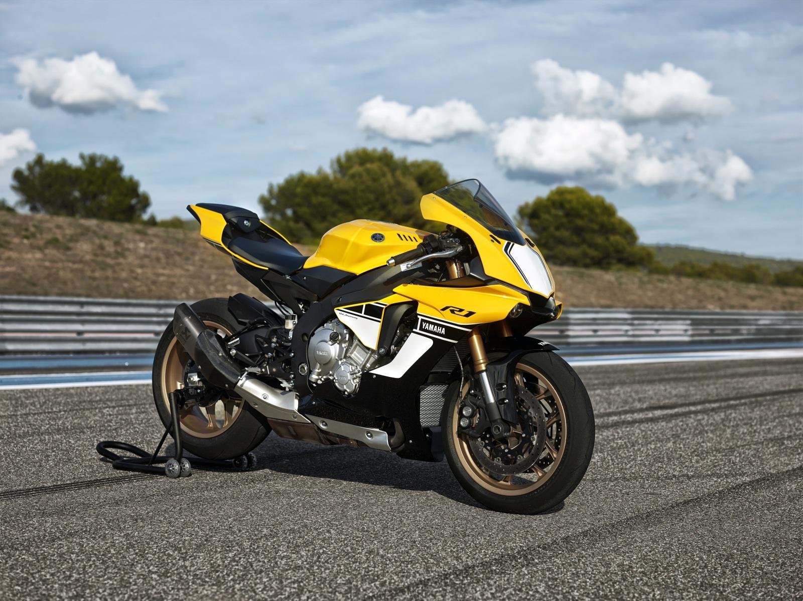 Yamaha R Th Anniversary