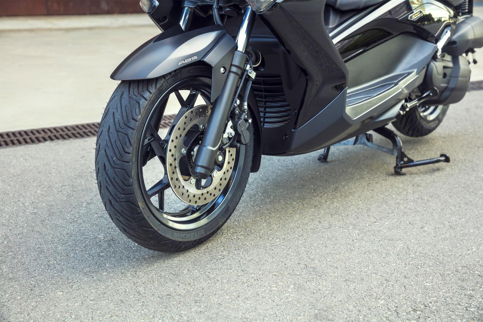Yamaha x max 250 2016 / Asics retro