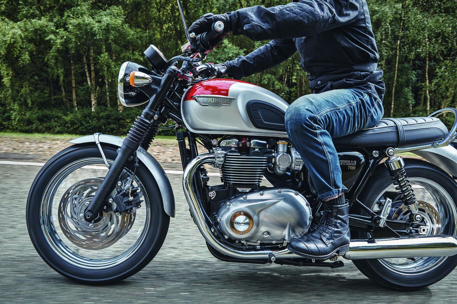 triumph bonneville t120 und t120 black 2016 motorrad fotos motorrad bilder. Black Bedroom Furniture Sets. Home Design Ideas