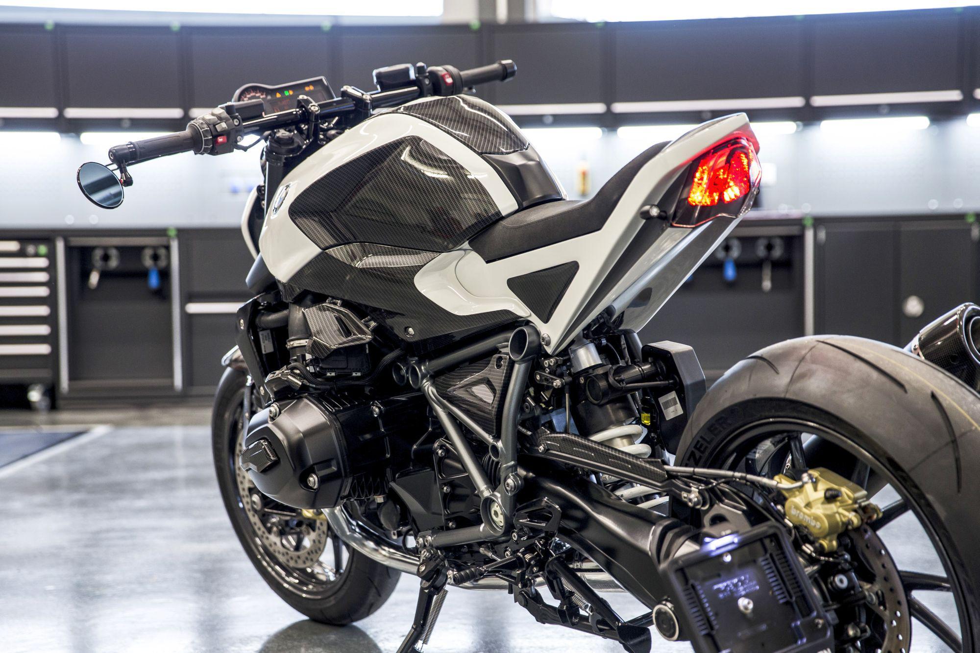 bmw r 1200 r streetfighter moto graub nden motorrad fotos motorrad bilder. Black Bedroom Furniture Sets. Home Design Ideas