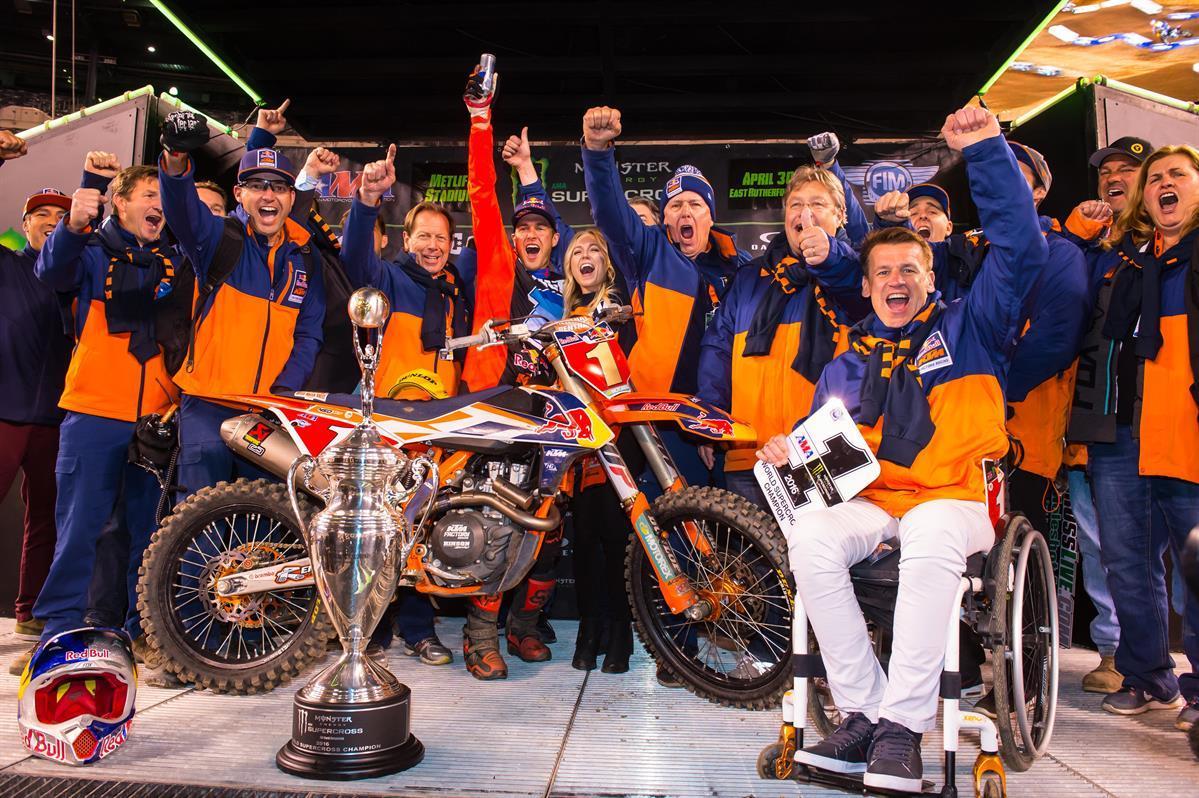 Ryan Dungey & KTM zum zweiten Mal in Folge 450 Supercross Weltmeister Foto