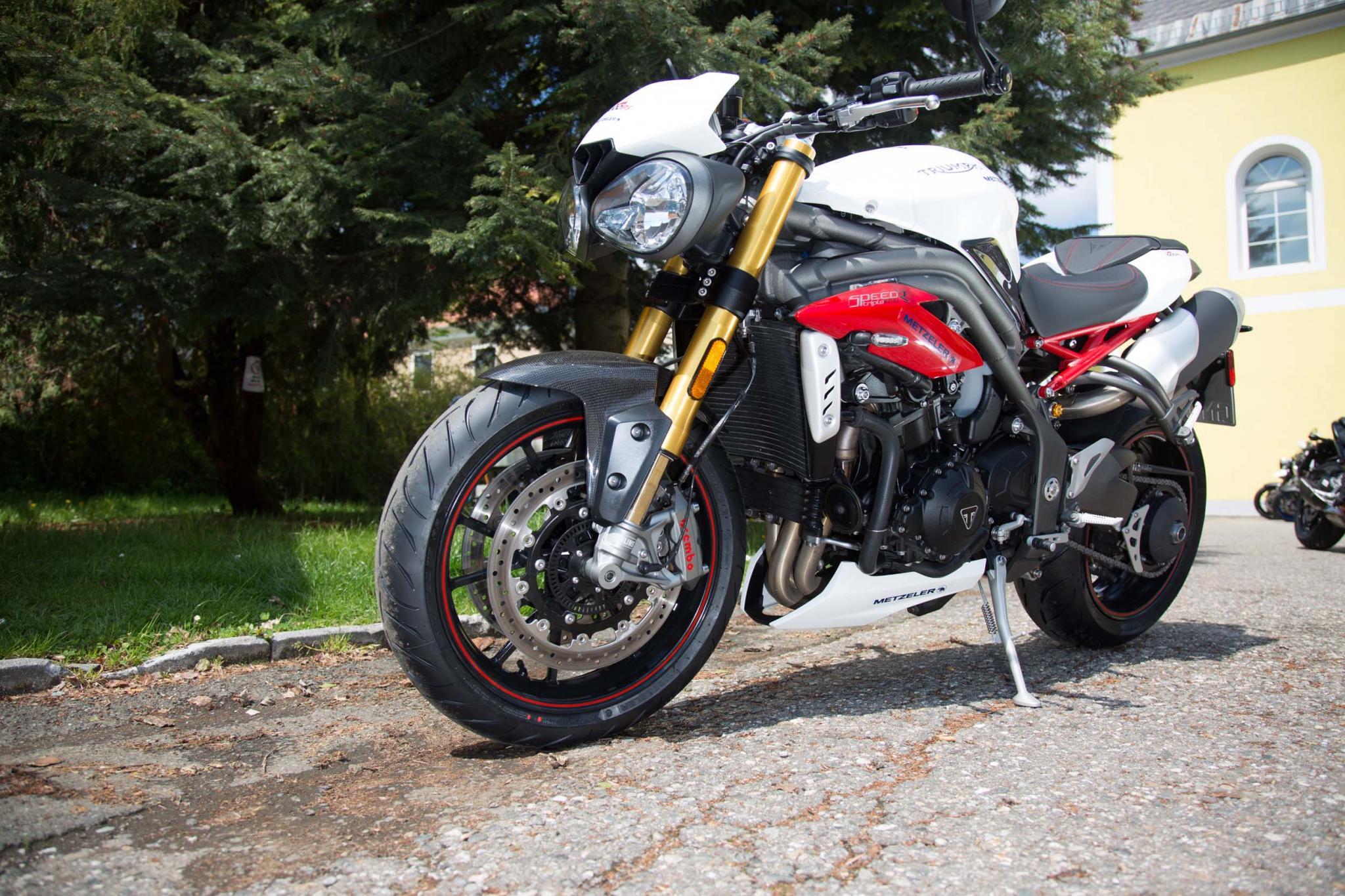Motorrad-Quartett: Triumph Speed Triple Foto