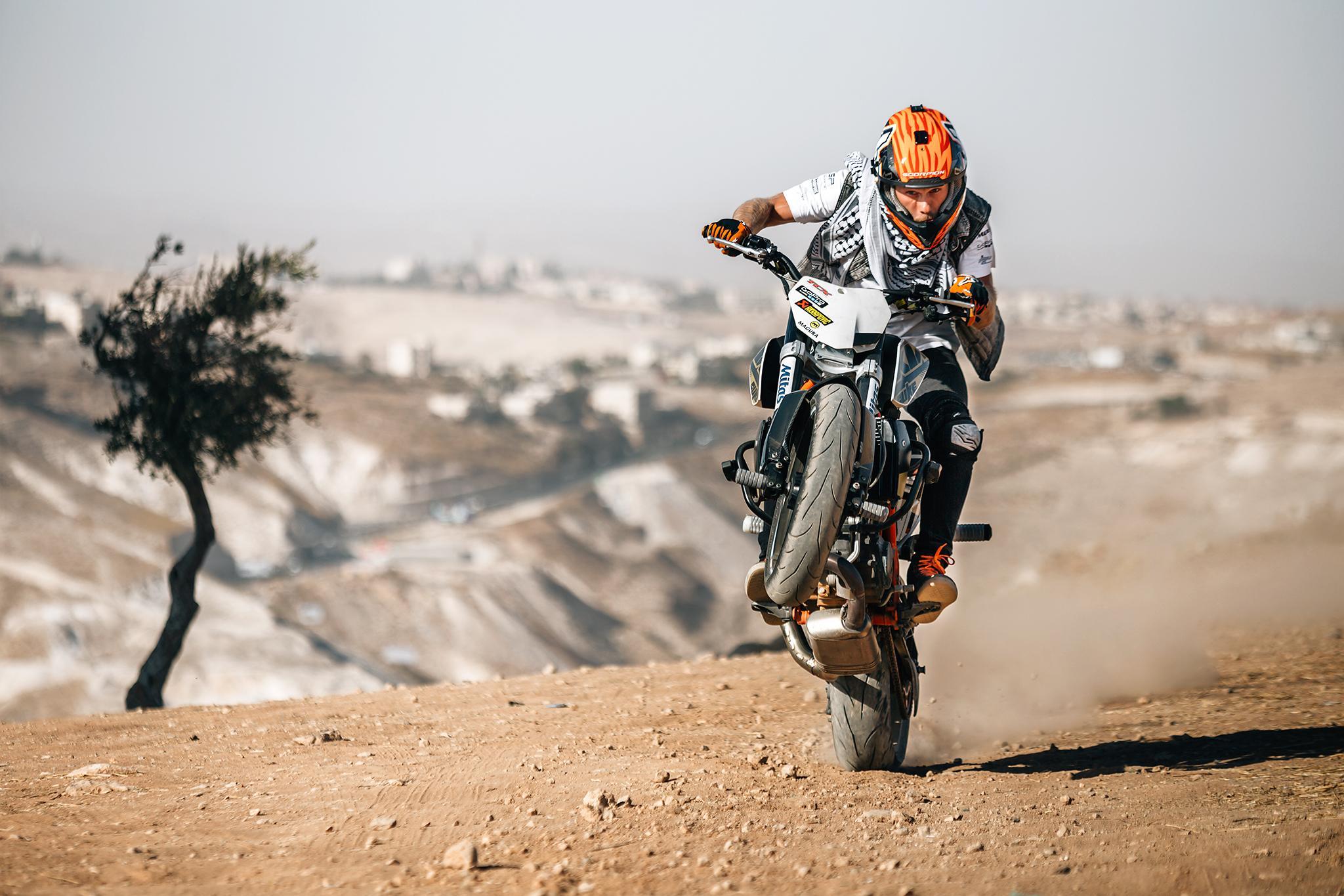 KTM Duke Stunt Rider Rok Bagoros Performed in Palestine Foto