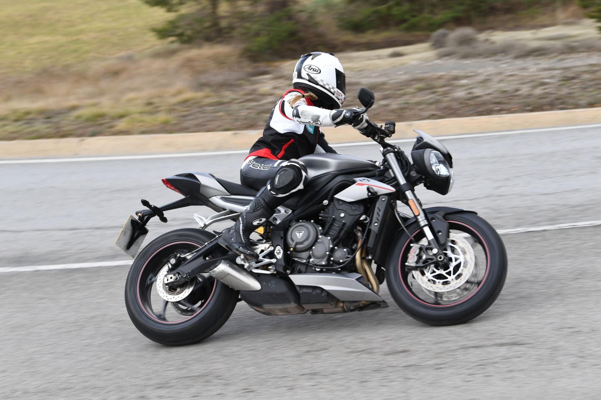 Triumph Street Triple Rs Vs Yamaha R