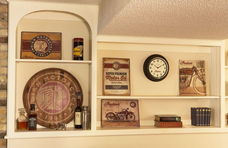 indian deko f r garage und wohnzimmer motorrad fotos. Black Bedroom Furniture Sets. Home Design Ideas