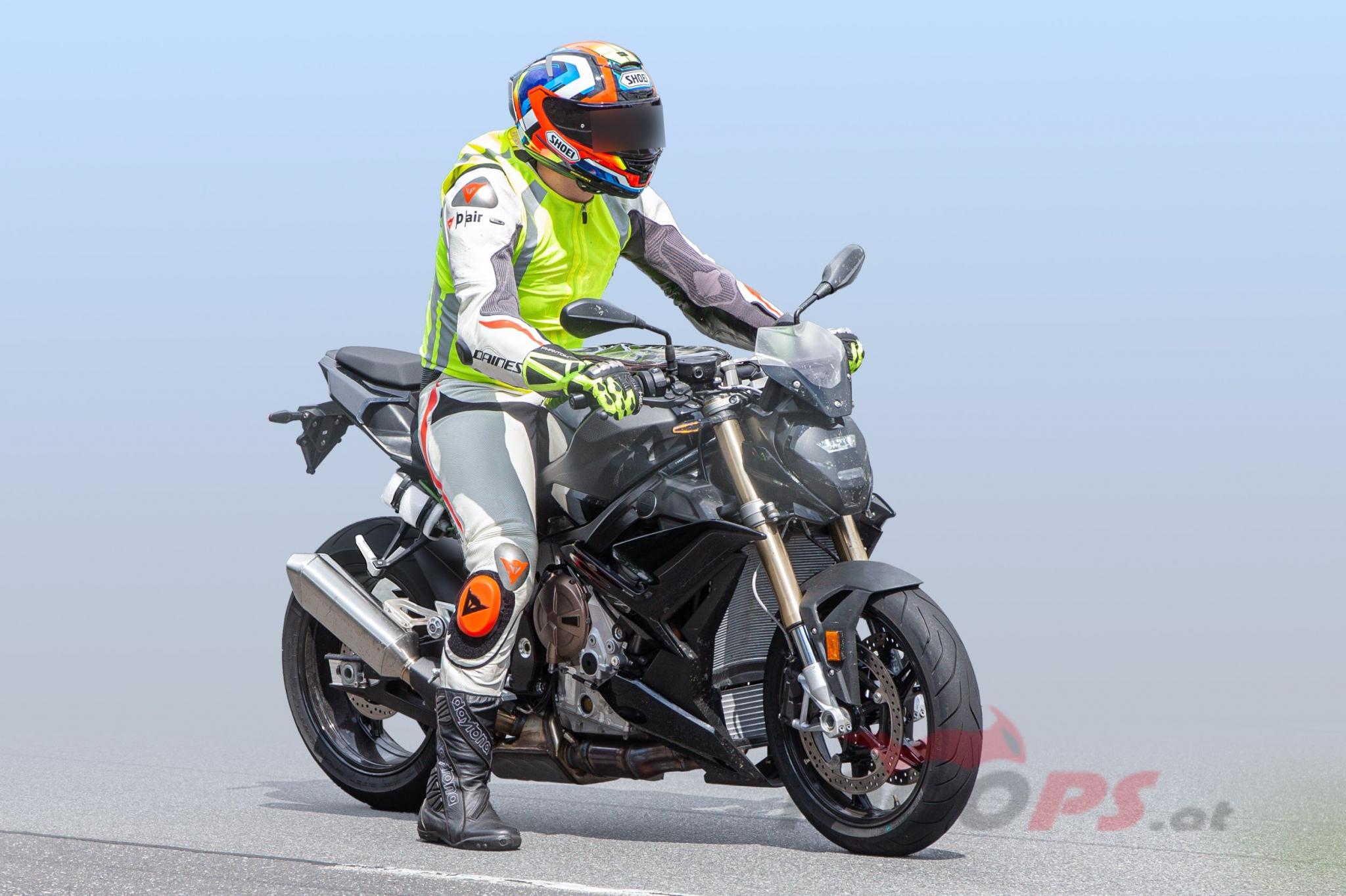 BMWS1000R002_1000PS.jpg