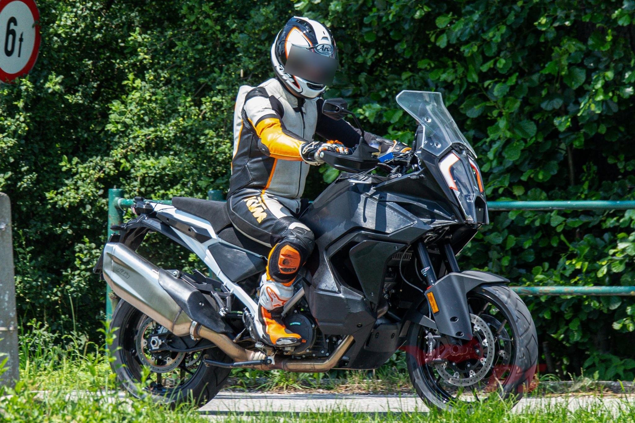 KTM 1290 Super Adventure R 2021   Motoren en Toerisme