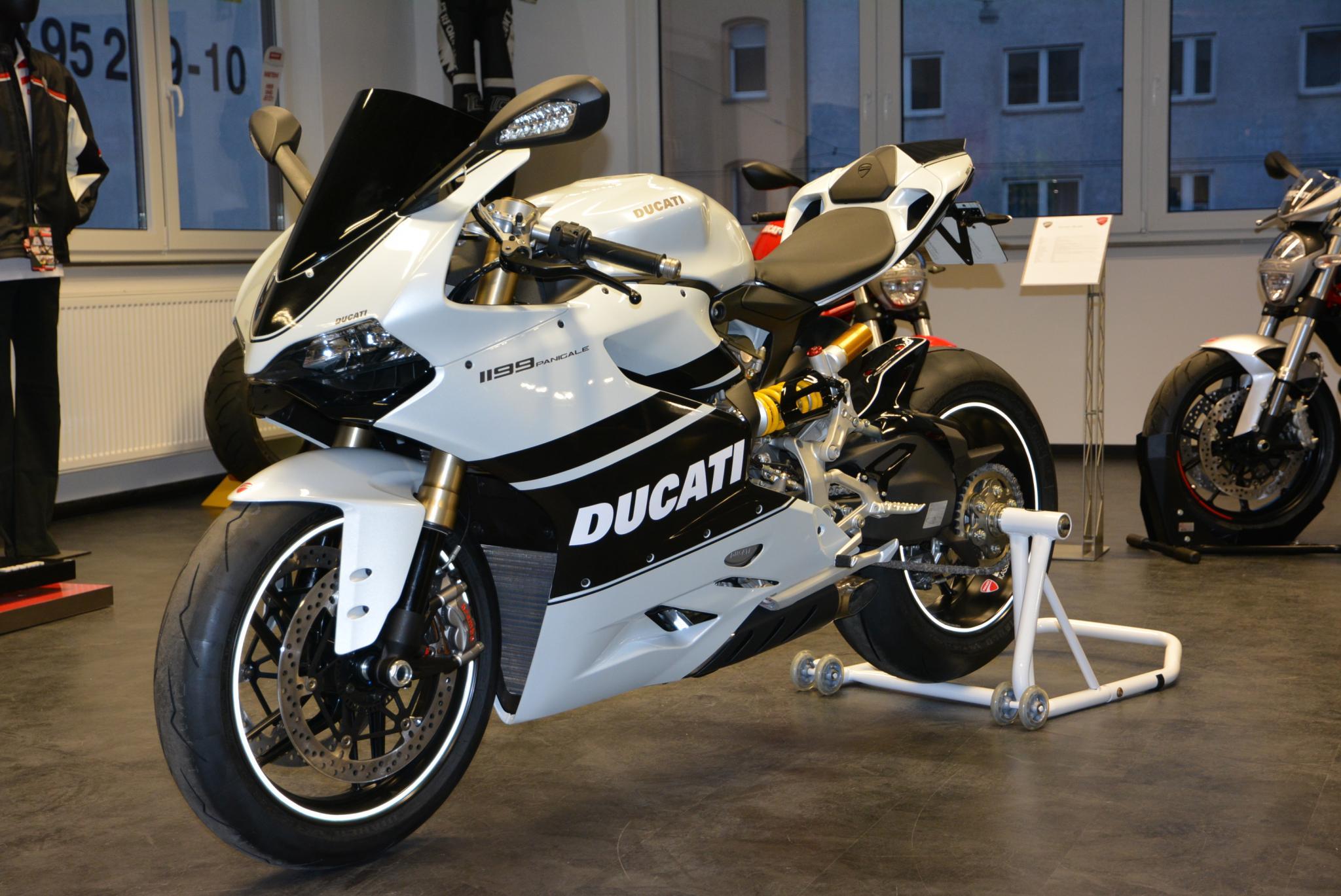 Ducati    D