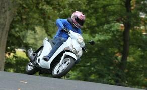 Honda SH125i Action Bild 3