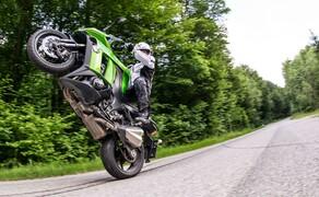Kawasaki Z1000SX Test | Stunts, Action, Fahraufnahmen Bild 10 Vauli: Der Motor kann dank seiner enormen Elastizität sowohl gemütlich bummeln als auch hochtourig angreifen.