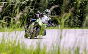 Kawasaki Z1000SX Test | Stunts, Action, Fahraufnahmen Bild 6 Vauli: Das Handling ist grundsätzlich sehr gutmütig, man muss sich nur trauen, die SX in die Kurve fallen zu lassen.