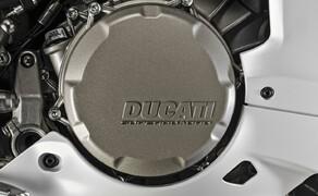 Ducati 959 Panigale Test Valencia Bild 6 Die Ducati 959 Panigale hat eine Anti Hopping Kupplung montiert. Diese funktioniert grandios.