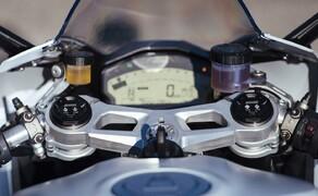 """Ducati 959 Panigale Test Valencia Bild 11 Das Dashboard der Panigale ist bei allen Bedingungen sehr gut ablesbar. Die Fahrmodi """"Wet"""", """"Sport"""" und """"Race"""" sind einfach während der Fahrt auszuwählen. In der Boxengasse kann man diese auch frei konfigurieren."""
