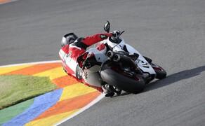 Ducati 959 Panigale Test Valencia Bild 19 Um den Gegnern die Auspuffrohre zu zeigen muss man immer den richtigen Gang eingelegt haben. Im unteren Drehzahlbereich ist sie ein Opfer für die 200PS Gegner!