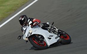 Ducati 959 Panigale Test Valencia Bild 12 Der Motor leistet 157 PS bei 10.500 U/min und bietet ein Drehmoment von 107 Nm bei 9.000 U/min.