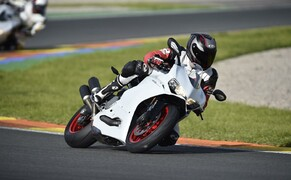 Ducati 959 Panigale Test Valencia Bild 16 Am Kurvenausgang kann man sich auf die ausgezeichnet abgestimmte DTC verlassen.