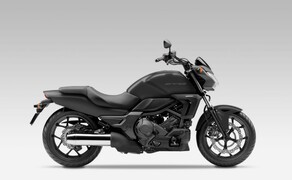 10 Motorräder mit niedriger Sitzhöhe 2016 Bild 10 Platz 4: Honda CTX700N, 720 mm Das gesamte Konzept der CTX700N hat nur ein Ziel: Es dem Fahrer so einfach und unkompliziert wie möglich zu machen.