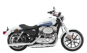10 Motorräder mit niedriger Sitzhöhe 2016 Bild 11 Platz 3: Harley-Davidson Sportster 883 SuperLow, 695 mm