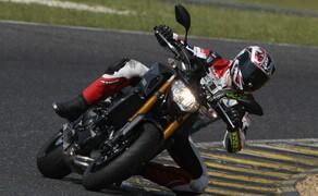 Yamaha MT-09 Rennstrecke 2016 - Action, Stunt, Detail Bild 2