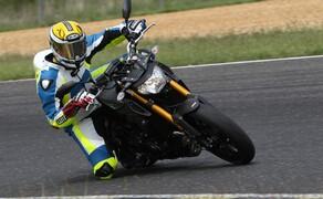 Yamaha MT-09 Rennstrecke 2016 - Action, Stunt, Detail Bild 4
