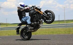 Yamaha MT-09 Rennstrecke 2016 - Action, Stunt, Detail Bild 5