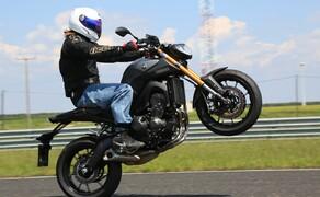 Yamaha MT-09 Rennstrecke 2016 - Action, Stunt, Detail Bild 6