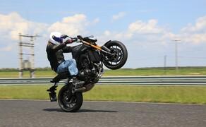 Yamaha MT-09 Rennstrecke 2016 - Action, Stunt, Detail Bild 7