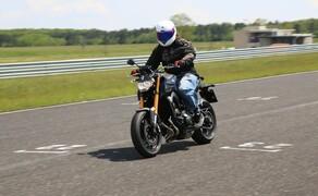 Yamaha MT-09 Rennstrecke 2016 - Action, Stunt, Detail Bild 9
