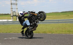 Yamaha MT-09 Rennstrecke 2016 - Action, Stunt, Detail Bild 10