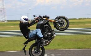 Yamaha MT-09 Rennstrecke 2016 - Action, Stunt, Detail Bild 11