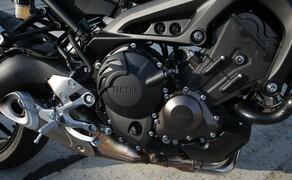 Yamaha MT-09 Rennstrecke 2016 - Action, Stunt, Detail Bild 15