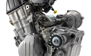 KTM EXC Enduro Palette 2017 - Test Bild 9 Dieses niedliche kleine Teil hier ist z.B. der stärkste jemals gebaute Offroad Competition Motor. Der 500er 4-Takt EXC-F Motor Jahrgang 2017. 63 PS! Der Motor wurde leichter und kompakter.
