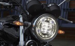 Honda CB1100RS 2017 Bild 3 Ein Schuss Moderne, mit gefühlvoll integrierten LED-Lichttechnik-Elementen, passt stimmig zum Retro-Trend.