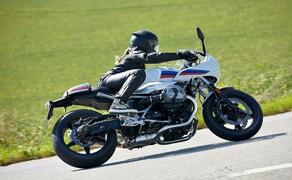 BMW R nineT Racer 2017 Bild 2 Logisch also, dass BMW die R nineT zu einer Serie ausbaut und nach dem Urmodell und der Scrambler nun zwei weitere Derivate mit dem alten, luft/öl-gekühlten Boxer – jetzt natürlich EURO4-konform - präsentiert.