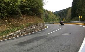 Straßentraining Oktober 2016 Bild 8 .. und zielt Richtung Mittellinie.