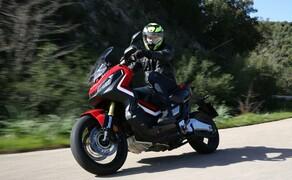 Honda X-ADV  2017 Bild 1 In Sardinien konnten wir den Honda X-ADV erstmals probefahren. Gleich eingangs sei erwähnt: Der vielseitige Roller-Motorradhybrid ist keine Enduro und kein Rallygerät, sondern lediglich für leichtes Gelände geeignet.