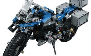 LEGO Technic BMW R 1200 GS Bild 3 Es ist das erste Modell von LEGO Technic in Kooperation mit einem Motorradhersteller und verbindet innovatives Design mit Ingenieurskunst.