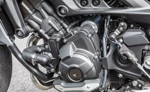 Nakedbike Vergleich - Triumph vs. Yamaha vs. Suzuki Bild 7 Fühlt sich unglaublich stark und auch etwas brutal an: Der 3-Zylinder Motor der MT-09.