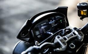 Nakedbike Vergleich - Triumph vs. Yamaha vs. Suzuki Bild 11 Die vordefinierten Modi bieten ein logisches Setup. Trotzdem kann man zusätzlich zb die Traktionskontrolle noch manuell im Display deaktivieren.