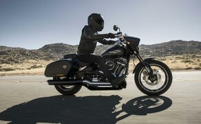 Harley-Davidson Sport Glide 2018 Bild 3 Fahrwerk mit 43-Millimeter-Upside-down-Gabel und Zentralfederbein mit hydraulisch einstellbarer Federvorspannung