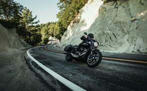 Harley-Davidson Sport Glide 2018 Bild 4 Scheinwerfer und Rückleuchteneinheit mit Blinkern in LED-Technik