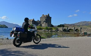 Motorradfahren in Schottland mit Feelgood-Reisen Bild 2 Anziehungspunkt für Highland-Fans: Eilean Donan Castle an der schottischen Westküste © Feelgood Reisen