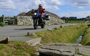Motorradfahren in Schottland mit Feelgood-Reisen Bild 6 Museumsdorf mit »Black Houses« auf den Äußeren Hebriden. © Feelgood Reisen