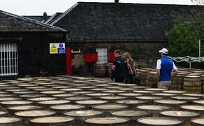 Motorradfahren in Schottland mit Feelgood-Reisen Bild 8 Ohne geht gar nicht: Für viele ist der  Besuch einer Whisky-Destillerie in Schottland Pflicht © Feelgood Reisen