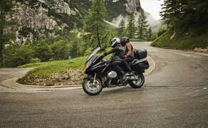 """Motorrad Neuheiten 2019 Bild 17 Neben der R1250GS wurde auch der R1250RT für 2019 der neue Motor mit variabler Ventilsteuerung spendiert. Hier alle Informationen zur neuen <a href=""""/modellnews-3004839-bmw-r-1250-rt-2019-technische-daten-preise-neuheiten"""">BMW R1250RT 2019</a>"""